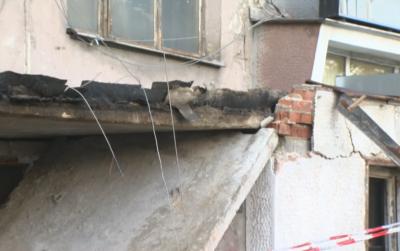 Каква е причината за срутването на козирка от жилищен блок в София, има ранен