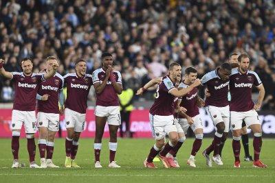 Манчестър Сити напусна Купата на лигата след дузпи