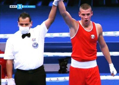 Кристиян Николов с впечатляващ дебют на Световното по бокс в Белград