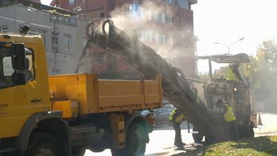 Столичната община започна ремонти на тротоари и улици на градския транспорт