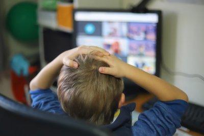 В кои общини децата ще учат онлайн и къде на ротация от днес