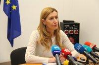 Ангелкова: Правим необходимото да преодолеем затрудненията за туристите заради коронавируса