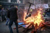 Демонстранти запалиха пожар на Лионската гара в Париж