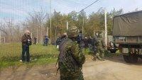 снимка 3 Хиляди мигранти остават блокирани на границата с Турция
