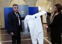 Премиерът Борисов към производители: Трябва ни непромокаемо облекло