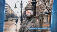 Заснеха емблематични статуи в столицата с медицински маски