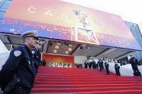 Отложиха филмовия фестивал в Кан
