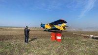 Самолет от Селскостопанската авиация дезинфекцира срещу COVID-19 в Карнобат