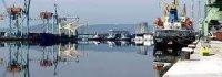 Във Варна забраниха на екипажите да напускат корабите си