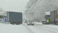 Усложнена пътна обстановка и места без ток заради снега в Благоевградско