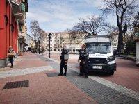 Полицаи проверяват пешеходната зона в центъра на Пловдив за нарушения
