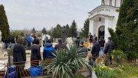 Родители и близки почетоха паметта на децата, загинали в Лим