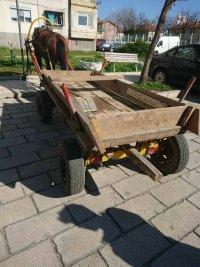 снимка 1 Паяк вдигна каруца, натоварена с гуми за горене