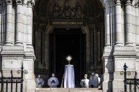 Католическият свят отбелязва Велики четвъртък в празни храмове