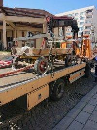 снимка 3 Паяк вдигна каруца, натоварена с гуми за горене