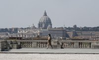 Европа започна да отпуска строгите мерки срещу коронавируса