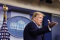 """САЩ спират временно издаването на """"зелени карти"""""""