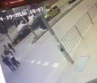 Камера е заснела момента на катастрофата с Милен Цветков, по чудо не са пометени и пешеходци (ВИДЕО)