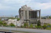"""Взривиха високата част на сградата на ИПК """"Родина"""" в София (ОБОБЩЕНИЕ)"""