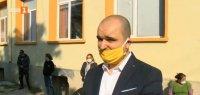 Жители на село Стражец протестират срещу закриване на паралелки в училището