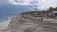Стотици излязоха на плажовете във Варна и Бургас