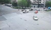 Трусът в Пловдив през обектива на уличните камери (ВИДЕО)