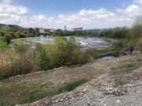 снимка 1 Проверяват има ли замърсяване на реките след скъсването на дигата в Перник