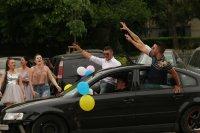 Въпреки мерките: Абитуриенти празнуват в центъра на София (СНИМКИ)