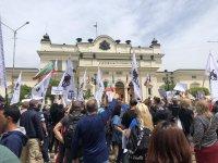 """Протест на партия """"Възраждане"""" пред парламента (Видео, снимки)"""