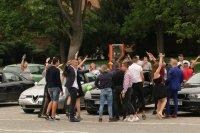 снимка 5 Въпреки мерките: Абитуриенти празнуват в центъра на София (СНИМКИ)