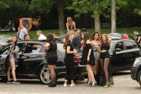 снимка 2 Въпреки мерките: Абитуриенти празнуват в центъра на София (СНИМКИ)