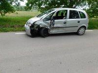 Пиян и дрогиран 33-годишен мъж сви кола и катастрофира в бус