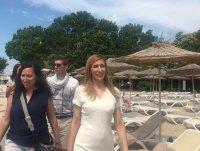15 родни плажа с безплатни чадъри и шезлонги. Без олинклузив – с румсървиз