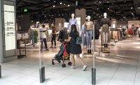 снимка 6 Моловете отвориха врати. Как работят магазините? (СНИМКИ)