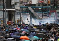 Полицията в Хонконг задържа над 100 демонстранти