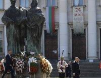 снимка 1 Без тържества и шествия – президентът се поклони пред Солунските братя