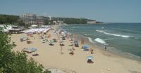Колко ще ни струва шезлонгът и чадърът на морето това лято