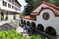 снимка 5 Драгалевският манастир – спокойствие край София