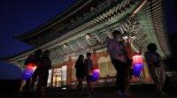 Крачка назад заради COVID-19. Сеул затваря музеи, театри, паркове...