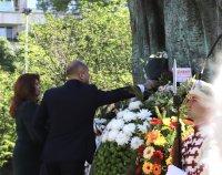 снимка 3 Без тържества и шествия – президентът се поклони пред Солунските братя