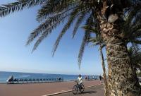 Франция моли гражданите да избягват пътуванията в чужбина това лято