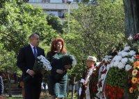 снимка 4 Без тържества и шествия – президентът се поклони пред Солунските братя