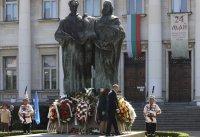 снимка 2 Без тържества и шествия – президентът се поклони пред Солунските братя
