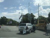 Катастрофа затруднява движението под моста на НДК