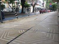 снимка 3 Столичен блок пропада в тротоар от години, тепърва търсят каква е причината