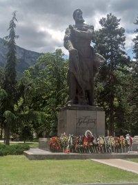 Десетки се поклониха пред подвига на Ботев и героите на връх Околчица