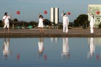 снимка 3 Червени балони в памет на жертвите на COVID-19 в Бразилия