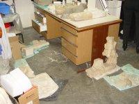 снимка 1 В кашони, на пода, край тръби - нови антики в офисите на Васил Божков (СНИМКИ)
