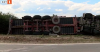 Камион самокатастрофира край Павликени, шофьорът загина