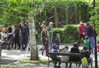 снимка 4 Зоопаркът – вход свободен. Тълпи от хора, подплашени животни